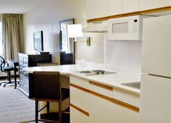 奧蘭治縣賽普里斯美國長住酒店 - 塞普瑞斯 - 賽普拉斯 - 廚房