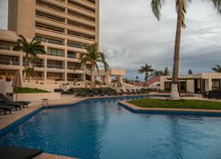 Ocean View Beach Hotel - Mazatlán - Pool