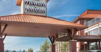 Howard Johnson by Wyndham Victoria Elk Lake Hotel & Suites - วิคตอเรีย