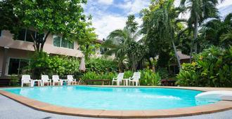 Sabai@Kan Resort - Thành phố Kanchanaburi - Bể bơi