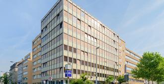 a&o Frankfurt Galluswarte - פרנקפורט אם מיין - בניין