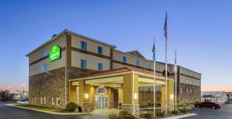 La Quinta Inn & Suites by Wyndham Rockford - רוקפורד
