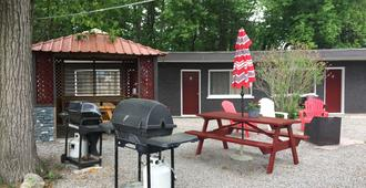 Edgewater Resorts - Edgewater Inn - Wasaga Beach - Patio