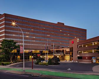 Sheraton Syracuse University Hotel & Conference Center - Сірак'юс - Building