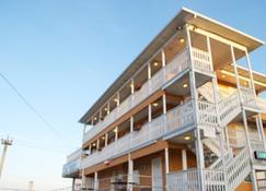 Boardwalk Hotel Charlee & Beach House Rentals - Seaside Heights - Building