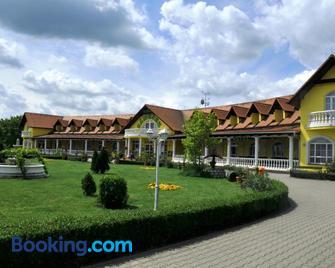 Hotel Zámecek Mikulov - Míkulov - Edificio