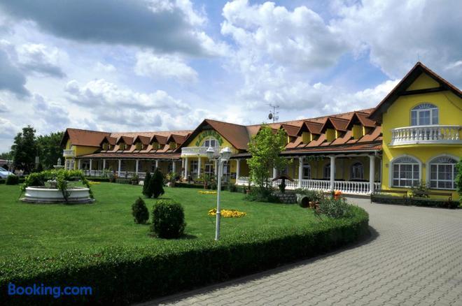 Hotel Zamecek - Mikulov - Building