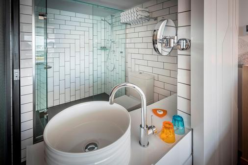 奧克蘭M秀飯店 - 奧克蘭 - 浴室