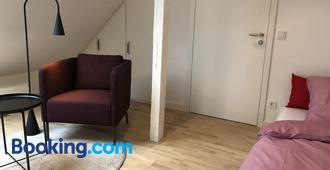 Privatzimmer Schönfelder - Düsseldorf - Living room