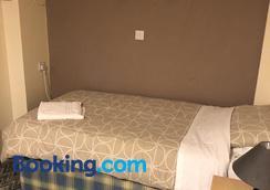 Charde Guest House - Birmingham - Bedroom