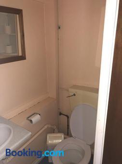 Charde Guest House - Birmingham - Bathroom