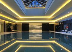 Jinling Hotel Nanjing - Nanjing - Pool