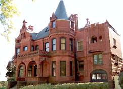 Schuster Mansion Bed & Breakfast - Milwaukee - Bina