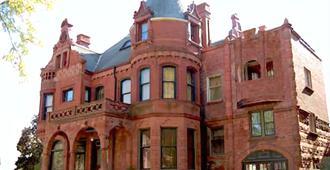 Schuster Mansion Bed & Breakfast - Milwaukee - Building