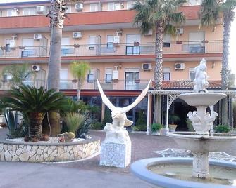Hotel Happy Days - Lido di Liccola - Building