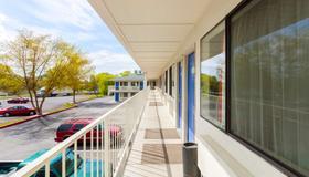 Motel 6 Klamath Falls - Klamath Falls - Μπαλκόνι