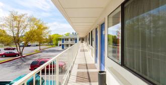 Motel 6 Klamath Falls - Klamath Falls - Balcony