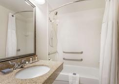 Knights Inn Columbia Northwest - Κολούμπια - Μπάνιο