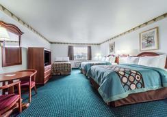Super 8 by Wyndham Weatherford - Weatherford - Bedroom