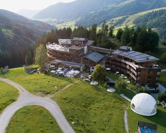 Holzhotel Forsthofalm - Leogang - Outdoor view
