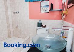 The Valley Oasis Inn - Saint Joseph - Bathroom
