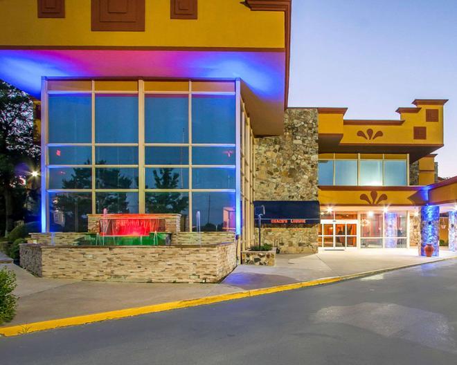 Clarion Inn & Suites University Center - Auburn - Bâtiment