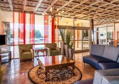 Clarion Inn & Suites University Center - Auburn - Lobby