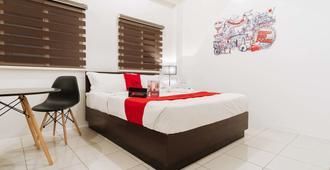 RedDoorz Plus Near Ust Manila - Manila - Bedroom