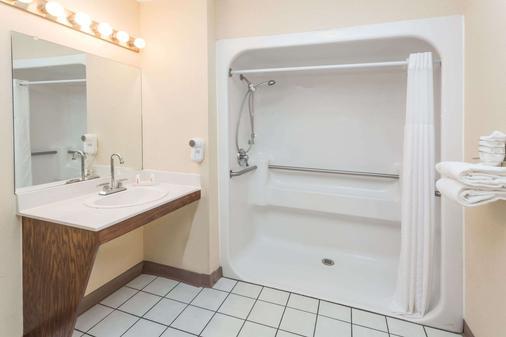 Baymont by Wyndham Valdosta at Valdosta Mall - Valdosta - Phòng tắm