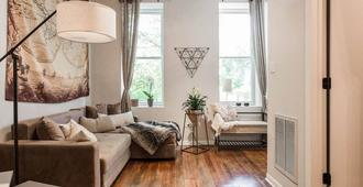1 Bedroom, 1 Bath In A Modernized Duplex. Centrally Located! - Chicago - Living room