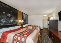 Super 8 by Wyndham Indianapolis/NE/Castleton Area - Indianapolis - Bedroom