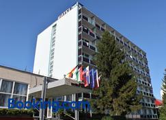 Hotel Pelikán - Lučenec - Bygning