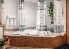 Econo Lodge SeaTac Airport North - Tukwila - Bathroom