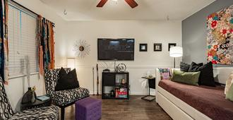 Lady Bird Lake/1mile from downtown - Austin - Living room
