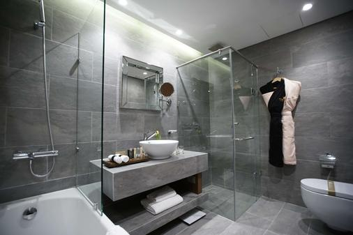 Royal Tulip Achrafieh - Beirut - Bathroom