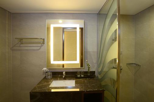 Astar Hotel - Jeju City - Bathroom