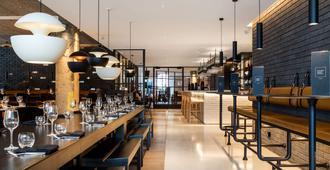 Radisson Blu Edwardian Hampshire Hotel, London - לונדון - בר