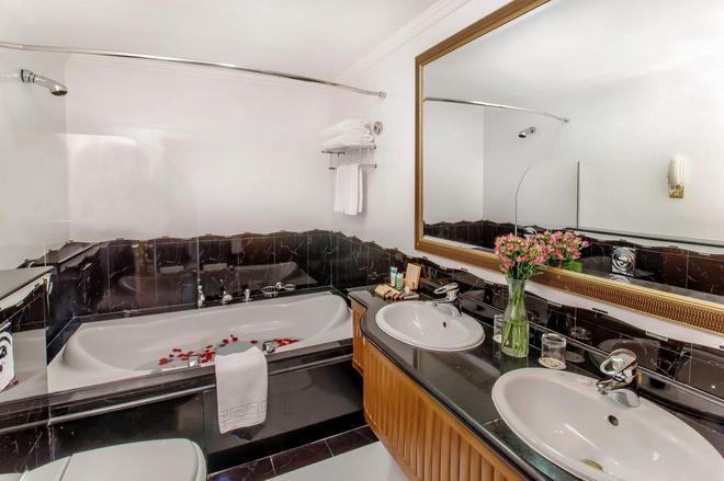 Grand Excelsior Hotel - Bur Dubai - Дубай - Ванная