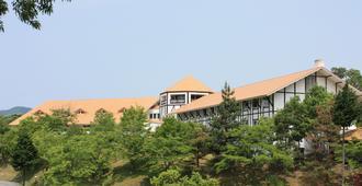 Forest Hotel Rochefort - Maniwa - Vista externa