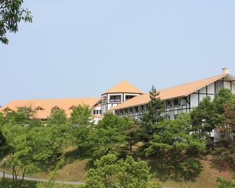 Forest Hotel Rochefort - Maniwa - Buiten zicht