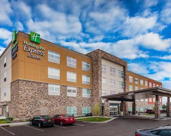 Holiday Inn Express & Suites Rice Lake - Rice Lake - Building