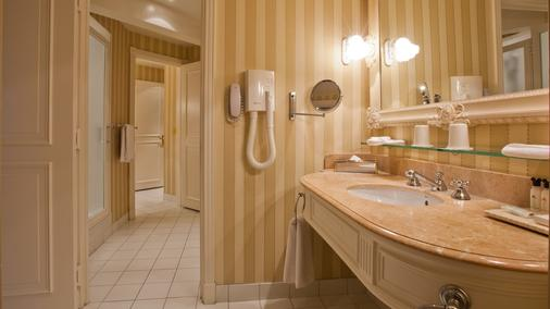 Disneyland Hotel - Chessy - Bathroom