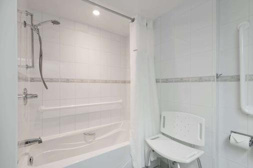 Ramada Plaza by Wyndham Gatineau/Manoir du Casino - Gatineau - Bathroom