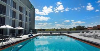Holiday Inn Gainesville-University Center, An IHG Hotel - Gainesville - Pool