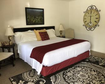 Cardinal Inn - Maggie Valley - Bedroom
