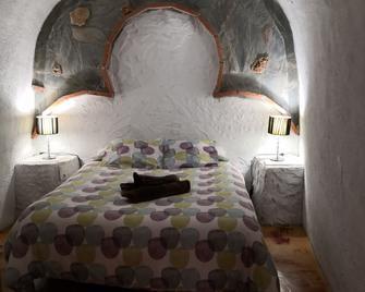 Hotel Cuevas Abuelo Ventura - Guadix - Schlafzimmer
