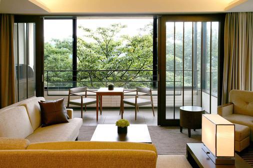 Hyatt Regency Hakone Resort and Spa - Hakone - Living room