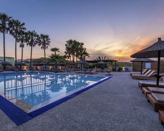 阿爾及里公寓酒店 - 科斯島 - 卡達麥納 - 游泳池