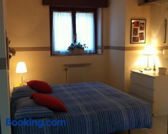 Le Ortensie Due - Bed and Breakfast - Lierna - Bedroom