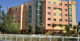 Hostalia Hotel Expo & Business Class - Гвадалахара - Здание